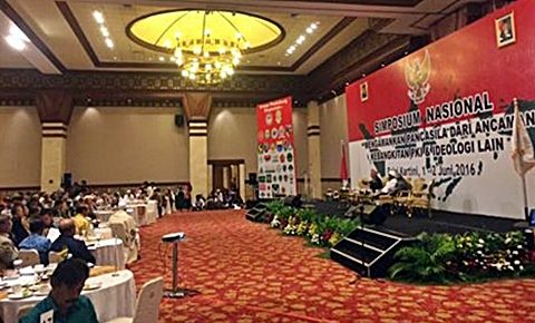 "SIMPOSIUM TANDINGAN: Simposium ""tandingan"" yang digelar para purnawirawan TNI di Balai Kartini (1-2/6) Jakarta. [Foto: FF]"