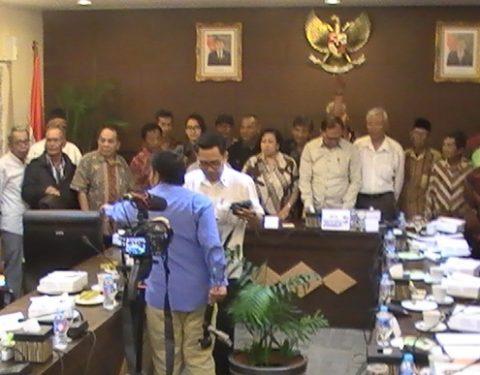 WANTIMPRES: Suasana pertemuan Forum 65 dengan anggota Wantimpres, Sidarto Danusubroto dan Sri Adiningsih, di Kantor Dewan Pertimbangan Presiden (25/8) Kompleks Bina Graha {Foto: YPKP65-doc]