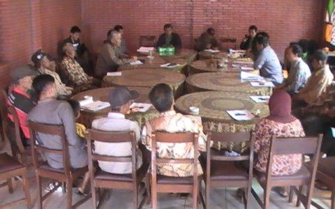 KORBAN: Penyintas Tragedi 65 secara rutin mengadakan pertemuan seperti yang dilakukan di daerah Boyolali ini [Foto: Humas YPKP'65]