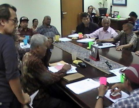 FORUM 65: Suasana perdebatan forum di sebuah sessi diskusi yang melibatkan lintas organisasi korban dan penyintas Tragedi 1965 [Foto: Humas YPKP - doc]