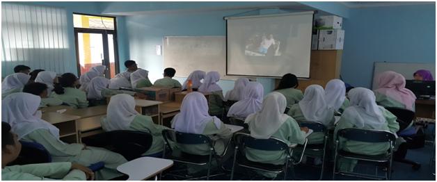 Murid-murid saya menonton Senyap