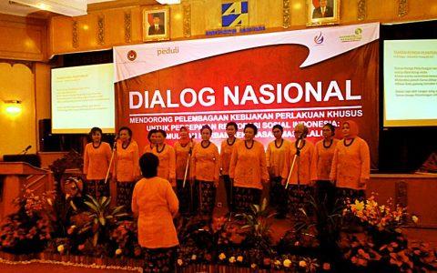"""DIALITA: Kelompok Paduan Suara """"Dialita"""" tampil dalam Pembukaan Dialog Nasional di Jakarta [Foto: Humas YPKP'65]"""