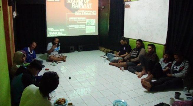 Diskusi 2 film dokumenter di markas CLC Puralingga [Foto: raling.com]