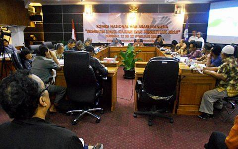 Seminar hasil pengkajian seputar prakarsa komunitas untuk penyelesaian pelanggaran HAM masa lalu. Seminar digelar (23/2) di ruang pleno Komnas HAM di Jakarta [Foto: Humas YPKP'65]