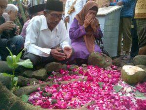 Ziarah ke kuburan massal tragedi 1965-1966 di Plumbon, Semarang Foto: Angling Adhitya Purbaya/detikcom