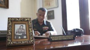 Diorama meja kerja Jenderal Nasution (c) 2016 Merdeka.com