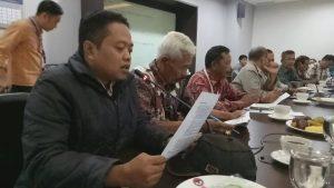 MADIUN: Salahsatu delegasi YPKP65 dari Madiun, Marsiswo Dirgantoro tengah menyampaikan laporannya [Foto: Marsha Kaugekin]