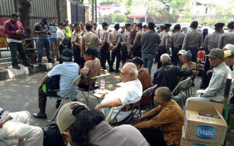 Para lansia yang akan mengikuti seminar