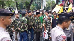 Blokade seminar di YLBHI (Foto: Dok. Nursjahbani)