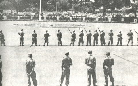 "Peristiwa 17 Oktober 1952.  Foto: repro ""30 Tahun Indonesia Merdeka."""