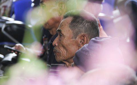 """Salah satu penyintas yang hadir dalam acara """"Jalan Berkeadilan bagi Penyintas"""" yang berlangsung 17-19 Maret 2017 di Komnas Perempuan, Jakarta.  Foto: Nugroho Sejati"""