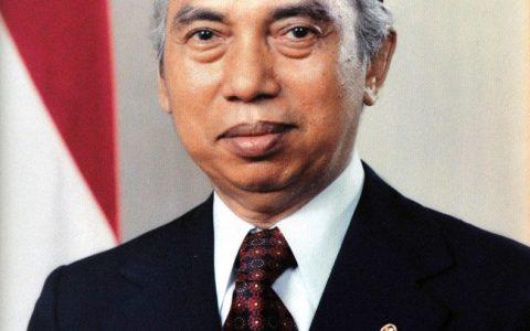 cia_adammalik_wikipedia