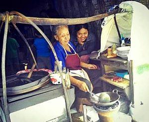 Kenangan Ibu Sumilah yang semasa hidupnya bekerja dengan berjualan sate, gule dan tongseng di warungnya [Foto: Pipiet A]