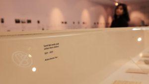 Berpuluh lembar surat, foto-foto yang sudah memudar dipajang di diorama selama pameran berlangsung hingga 20 Mei 2018