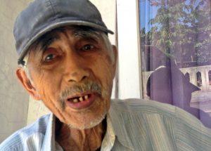 TASLAM: Di usianya menjelang 85 tahun, Taslam, masih runtut menuturkan kisahnya yang dijebloskan penjara selama 14 tahun di masa Orba [Foto: Humas YPKP 65]