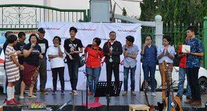 PANGGUNG REFORMASI: Gelaran panggung dalam aksi memperingati 20 Tahun Reformasi (21/5) di seberang Istana Merdeka Jakarta [Foto: Humas YPKP 65]