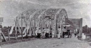 JEMBATAN SOEKARNO: Penampakan Jembatan Cindaga dengan konstruksi baja hasil karya Ir. Soekarno (1939) [Source: ]