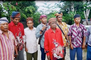 Masyarakat adat Bupolo (Pulau Buru) menyatakan sikap, menolak penambang ilegal dan penggunaan merkuri di Gunung Emas. Fot: Nurdin Tubaka/ Mongabay Indonesia