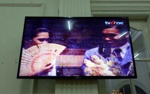 ilustrasi: Tayangan Film Pengkhianatan G30S/PKi di sebuah TV swasta