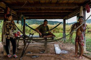 Kuburan Pol Pot, pemimpin Khmer Merah, di daerah Anlong Veng. Kasino terdekat menarik lebih banyak pengunjung. Kredit Adam Dean untuk The New York Times