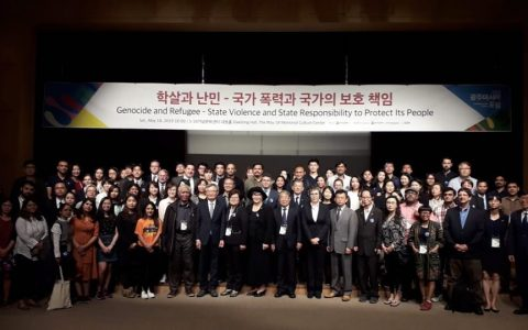 GWANGJU: Ketua YPKP 65 Pusat, Bedjo Untung di tengah para peserta konferensi Asia di 5.18 Gwangju (18/5) Korea Selatan [Foto: BU]