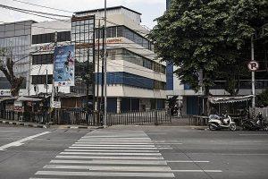 Kompleks pertokoan ini dulunya kawasan Lapas Bukit Duri, Jakarta. Semua tahanan politik perempuan yang ditangkap di Jakarta dan kawasan Jabodetabek dipindahkan ke tempat ini. Pada 1980-an bangunan Lapas Bukit Duri dibongkar dan mulai dibangun kompleks pertokoan tersebut.