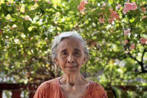 Heryani Busono Wiwoho bisa dibilang sebagai seorang intelektual. Ia dan suaminya, Herman Busono, adalah dosen yang tergabung dalam organisasi Himpunan Sarjana Indonesia (HSI). Heryani adalah pengajar di IKIP Yogyakarta dan suaminya sebagai pengajar di fakultas Pedagogik Universitas Gadjah Mada. Heryani menjalani hukuman tanpa persidangan selama 13 tahun - Rosa Panggabean