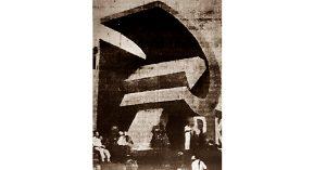 Tugu palu arit di Surabaya. (Harian Rakjat 10 Juni 1965).