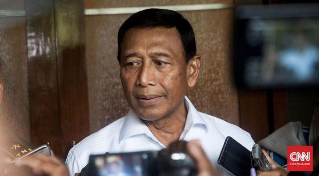 Menko Polhukam Wiranto kembali menegaskan rencana pemerintah untuk menyelesaikan kasus pelanggaran HAM masa lalu melalui pendekatan nonyudisial alias melalui jalur di luar pengadilan. (CNN Indonesia/Djonet Sugiarto)