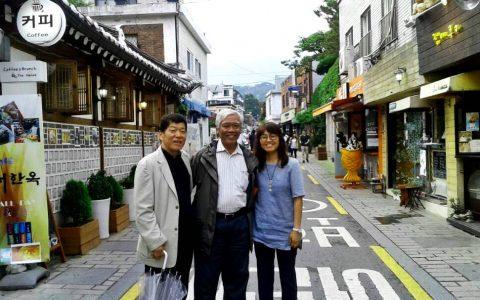SEOUL: Ketum YPKP 65 Bedjo Untung bergambar bersama Song So-yeon dan Yi Chae Hoon Korean Producers & Directors' Association. Keduanya sebagai peneliti pada The Truth Foundation, South Korea [Foto: Humas YPKP]