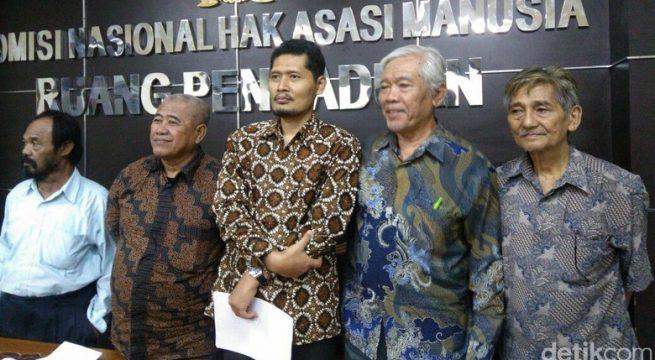Foto: Komisioner Komnas HAM M Nurkhoirun bertemu pengurus YPKP 65 (Tsrina-detikcom)