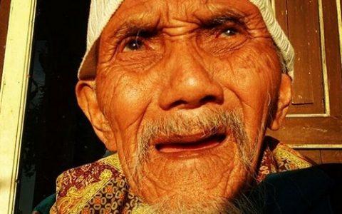 Abah Rosidi. Kredit foto: Instanonymous.com