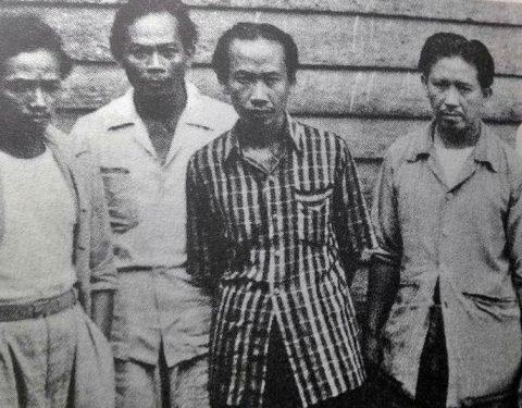 Foto bersama Trubus, Suromo, Sudarso dan Hendra Gunawan. [Misbach Tamrin]
