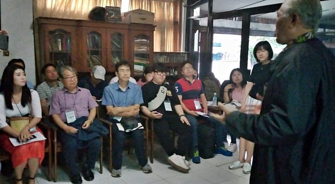 YPKP 65: Chairperson of YPKP 65, Bedjo Untung, explained to his guest during the Napak Tilas Prison field visit and the 1965 Political Prisoners Concentration Camp in Tangerang Photo Credit: YPKP'65 [hum]