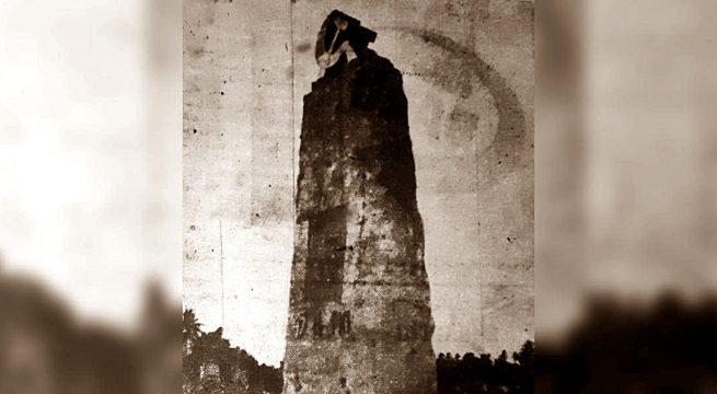 Tugu palu arit di Cililitan, Jakarta. (Harian Rakjat, 27 Mei 1965).